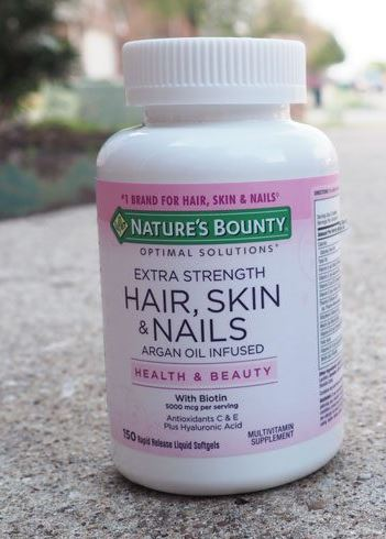 Image of Nature's Bounty hair, skin and nails supplement outside